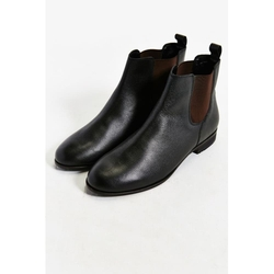 Urban Outfitters - Hawkings McGill Leather Chelsea Boots