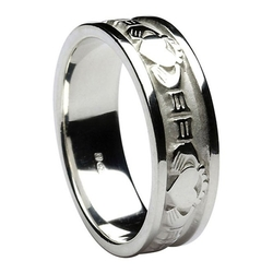 Boru - Claddagh Irish Band Ring