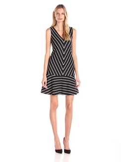 Nine West - Sleeveless V-Neck Stripe Dress