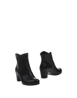 Rosamunda - Round Toe-Line Ankle Boots