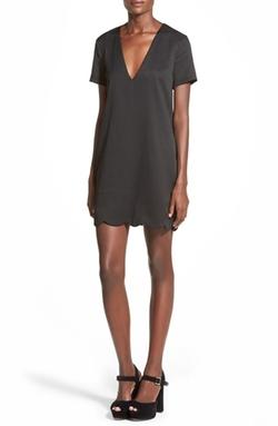 MIssguided - Scallop Hem V-Neck Shift Dress
