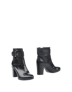 Fabbrica Morichetti - Round Toe-Line Ankle Boots