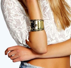 Boohoo Night  - Erin Statement Stone Cuff Bracelet