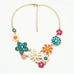 Qiyun - Flower Bib Collar Necklace