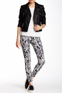 Pink Lotus  - Locate Print Leggings