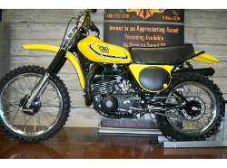 Yamaha - 1976 YZ250 Dirt Bike
