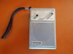 Siemens - 1983 Vintage RT 711 Portable MW Transistor Radio