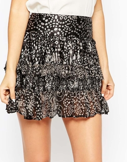 Vero Moda  - Tiered Ruffle Short Skirt