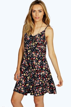 Boohoo - Rose Ditsy Floral Dress With Lace Insert At Back