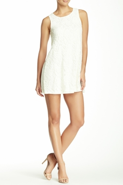 Socialite - Sleeveless Lace Shift Dress