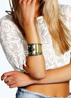 Boohoo Night  - Erin Statement Stone Cuff Bracelet