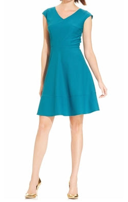 Ronni Nicole - V-Neck Cap Sleeves Dress