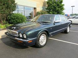 Jaguar  - 2000 XJ8L Vanden Plas Sedan