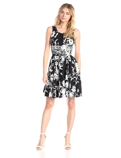 Gabby Skye - Sleeveless Floral Fit And Flare Dress