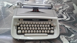 Royal  - Manual Typewriter