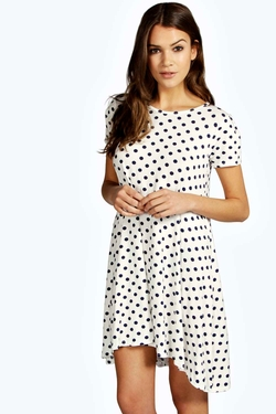 Boohoo - Printed Spot Swing Dress