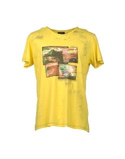 Close-Up - Printed T-Shirt