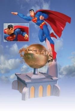 DC Comics - Superman Deluxe Statue