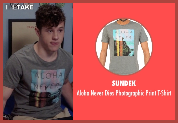 Sundek gray t-shirt from Modern Family seen with  Luke Dunphy (Nolan Gould)