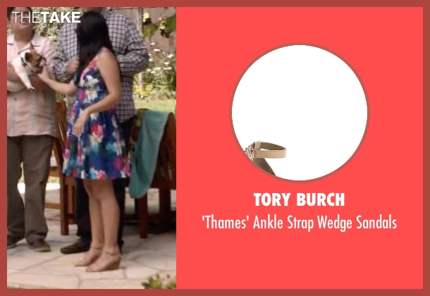 Tory Burch beige sandals from Modern Family seen with Alex Dunphy  (Ariel Winter)