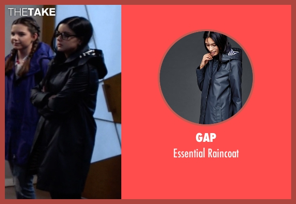 Gap blue raincoat from Modern Family seen with Alex Dunphy  (Ariel Winter)