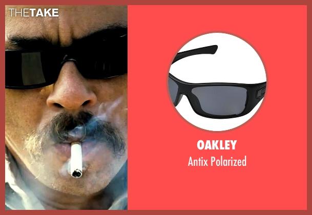 Oakley black polarized from Savages seen with Benicio Del Toro (Lado)