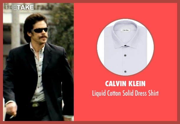 Calvin Klein gray shirt from Savages seen with Benicio Del Toro (Lado)