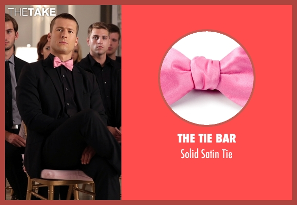 The Tie Bar pink tie from Scream Queens seen with Chad Radwell (Glen Powell)