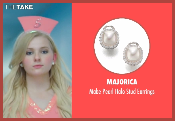 Majorica white earrings from Scream Queens seen with Chanel #5 (Abigail Breslin)