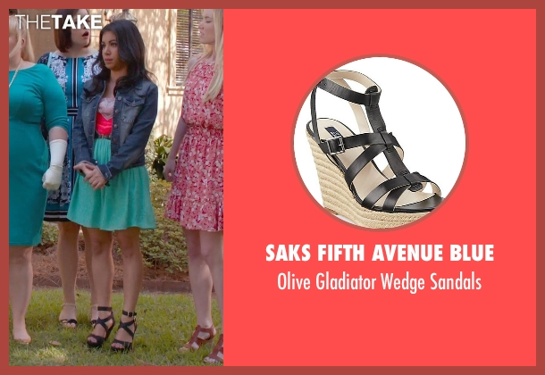 Saks Fifth Avenue Blue black sandals from Pitch Perfect 2 seen with Chrissie Fit (Flo)
