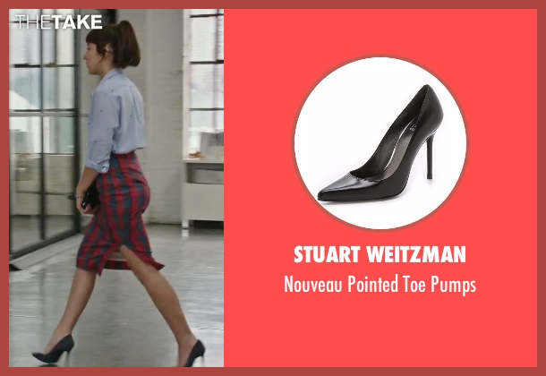 Stuart Weitzman black pumps from The Intern seen with Christina Scherer (Becky Scott)