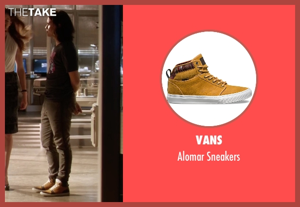 Vans beige sneakers from The Flash seen with Cisco Ramon / Reverb (Carlos Valdes)