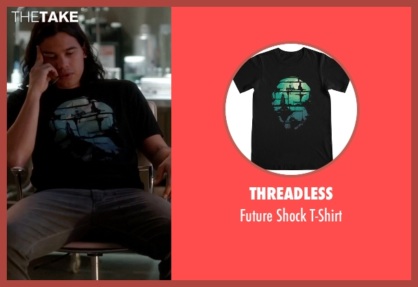 Threadless black t-shirt from The Flash seen with Cisco Ramon / Reverb (Carlos Valdes)