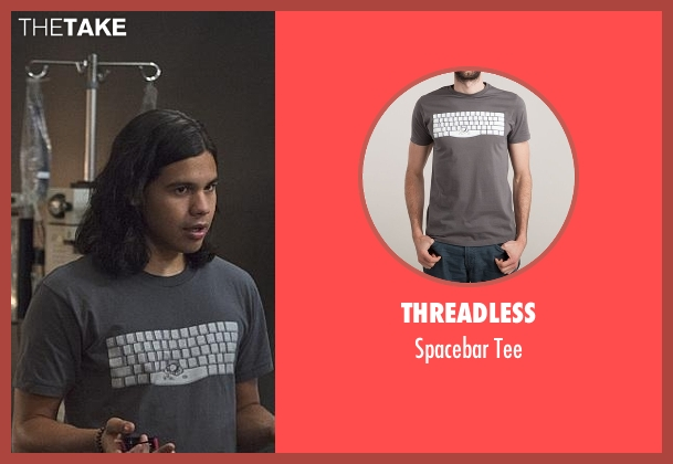 Threadless gray tee from The Flash seen with Cisco Ramon / Reverb (Carlos Valdes)