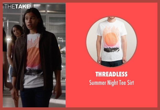 Threadless white sirt from The Flash seen with Cisco Ramon / Reverb (Carlos Valdes)