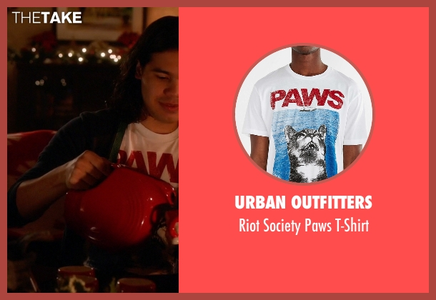 Urban Outfitters white t-shirt from The Flash seen with Cisco Ramon / Reverb (Carlos Valdes)