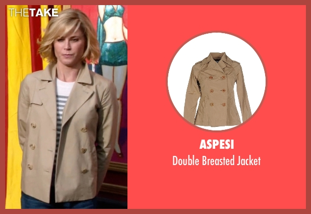 Aspesi beige jacket from Modern Family seen with Claire Dunphy (Julie Bowen)