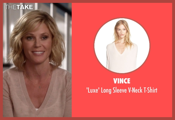 Vince beige t-shirt from Modern Family seen with Claire Dunphy (Julie Bowen)