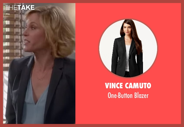 Vince Camuto black blazer from Modern Family seen with Claire Dunphy (Julie Bowen)