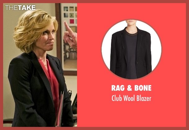 Rag & Bone black blazer from Modern Family seen with Claire Dunphy (Julie Bowen)