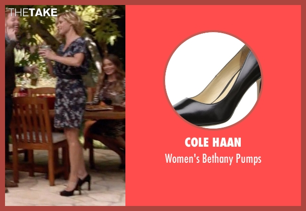 Cole Haan black pumps from Modern Family seen with Claire Dunphy (Julie Bowen)