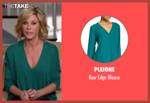 Pleione blue blouse from Modern Family seen with Claire Dunphy (Julie Bowen)