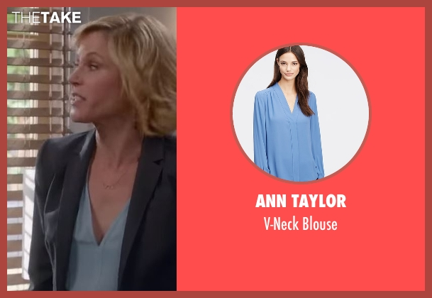Ann Taylor blue blouse from Modern Family seen with Claire Dunphy (Julie Bowen)