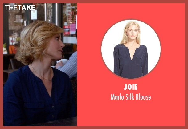 Joie blue blouse from Modern Family seen with Claire Dunphy (Julie Bowen)