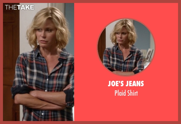 Joe's Jeans blue shirt from Modern Family seen with Claire Dunphy (Julie Bowen)