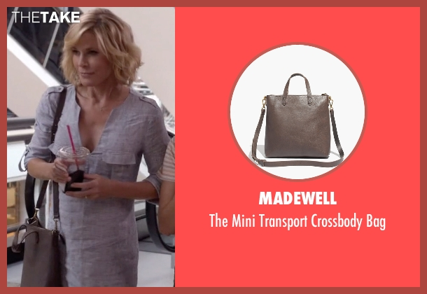 Madewell brown bag from Modern Family seen with Claire Dunphy (Julie Bowen)