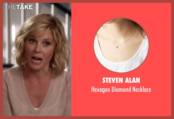 Steven Alan gold necklace from Modern Family seen with Claire Dunphy (Julie Bowen)