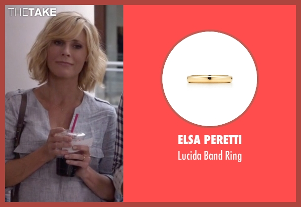 Elsa Peretti gold ring from Modern Family seen with Claire Dunphy (Julie Bowen)