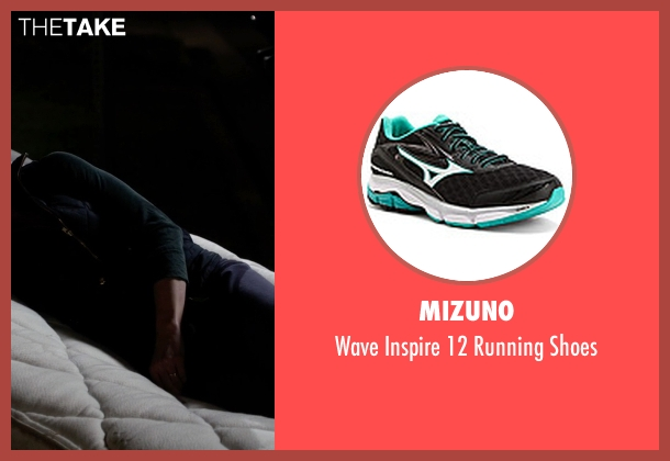 Mizuno green shoes from Modern Family seen with Claire Dunphy (Julie Bowen)