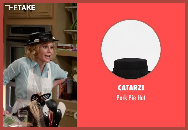 Catarzi hat from Modern Family seen with Claire Dunphy (Julie Bowen)